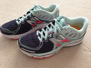 Ladies New Balance 1260 Running Shoes - Size 9