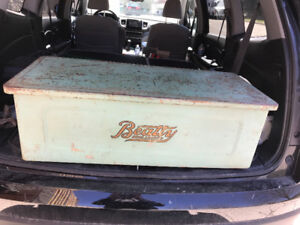 VINTAGE BEATTY BROS. LIMITED METAL BOX COVER FOR IRON PRESS