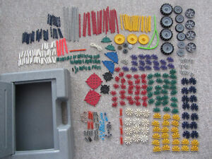 Over 300 Pieces of K'Nex With A Carrying Case Kitchener / Waterloo Kitchener Area image 1
