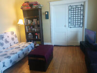 Room available MARCH 1 - Danforth/Jones