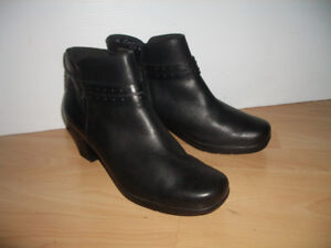 """New """""""" CLARKS """""""" boots -- all leather -- size 11 US lady / 43 EU"""