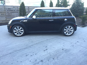 2011 MINI Mini Cooper S Black Hatchback