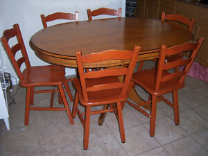 Oak pedestal Table with 6 Chairs