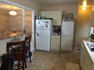 FANSHAWE - 1 Room Left! Awesome 5 Bdrm House 2 Mins to Campus London Ontario image 6
