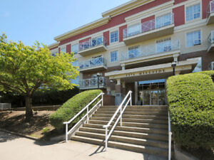 Spacious & Private 2 bed 2 bath condo Feels like a Townhouse!