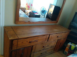 COLONIAL SOLID WOOD DRESSER (GREAT CONDITION) West Island Greater Montréal image 2