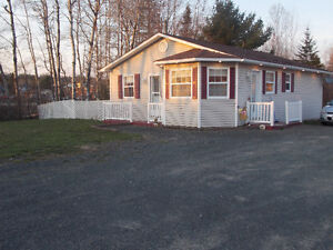 NEW LISTING - Lovley home with LARGE garage!!