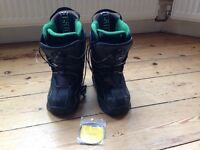 Atomic Black Snowboarding Boots Size 2-3