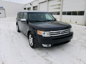 2010 Ford Flex Limited AWD, excellent condition, fully loaded