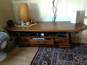Coffee table, real wood, 100% sturdy, very great deal