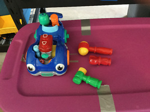 Car building and play set