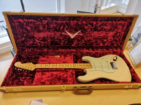 Fender Strat Custom Shop mint.