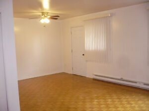 2 Bedroom apt.- March 1st- South End- Spacious/Clean- Balcony