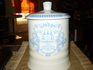 """VINTAGE BEAUTIFUL """"LONDON CONFISERIE FINE QUALITY"""" CANNISTER Kitchener / Waterloo Kitchener Area image 4"""