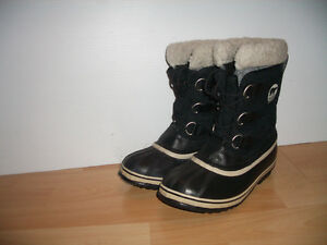 """"" SOREL """" boots / bottes --  like  NEW --- size  6 US / 37 EU"