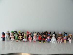 """29 Petites poupées de """" Madame Alexander """", à vendre."""