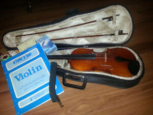 Full size violin and hard case 300