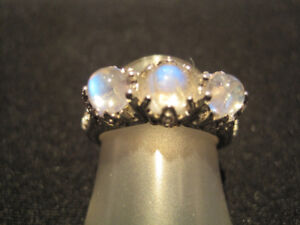 BLUE MOONSTONE RING GLOWS WITH VINTAGE APPEAL.  NEW!