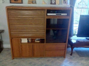 VERSATILE ENTERTAINMENT OAK UNIT WITH WHEELS!!