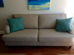 MINT condition love seat.