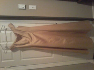 BEAUTIFUL GOLD SATIN FORMAL GOWN SIZE 12/14