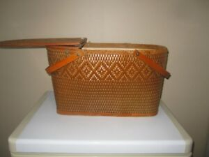 Picnic basket with hinged lid