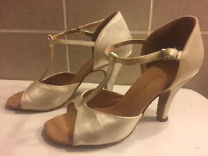 Pre-owned Women's Ballroom Dance Shoes (size 2 1/2 or 5.5)
