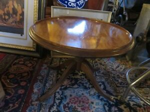 SMALL VINTAGE ROUND COFFEE OR SIDE TABLE GOOD CONDITION