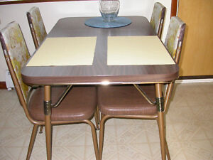 Kitchen table with 4 chairs. Solid set. Vintage 70s.