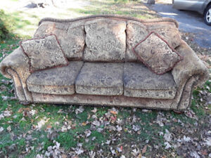 Free Large Couch on Wolfe Island (smoke and bug free)