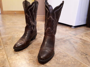 WOMEN COYBOY BOOTS - ARIAT - SIZE 7.5 B (US)