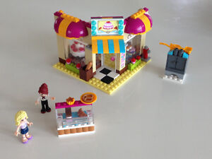 LEGO FRIENDS downtown bakery 253 pieces