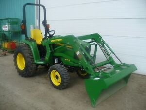 REDUCED BY $7,112! 2016 John Deere 3032E Tractor  Loader
