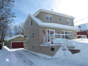 STUNNING HOME WITH DOUBLE CAR GARAGE IN ELLIOT LAKE !!!!!!!!
