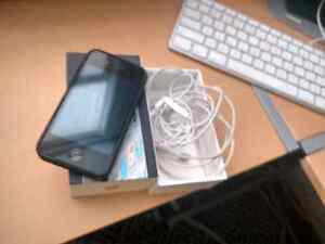 8 gig iphone 4 cracked screen Peterborough Peterborough Area image 1
