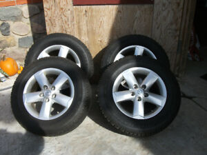 Rims and snowtires from 2013 Nissan Rogue SE