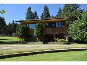 Gold Creek- backing onto Crown land- with a view!