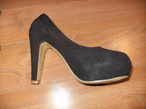 BRAND NEW - WOMEN'S SHOES - SIZE 6.5