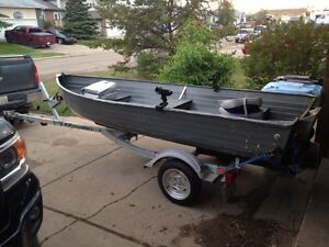 12' boat 9.9 Honda 4 stroke and 2015 EZ loader trailer for sale