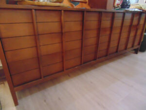 Dressers/Night Stands/Armoir(Trail)