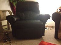 BRAND NEW CONDITION BLACK RECLINER