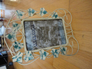 Metal leaf pattern photo frame picture frame Brand new London Ontario image 4