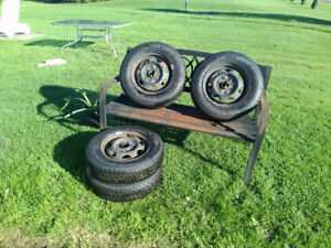4 pneux neufs !!!