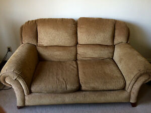 Love Seat Couch ** very comfortable London Ontario image 1