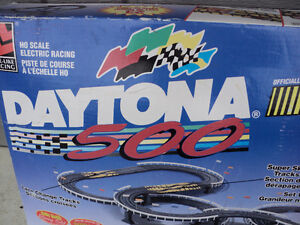 DAYTONA ~  RACING TRACK & CONTROLLER KIT ~~ NASCAR~ Windsor Region Ontario image 2