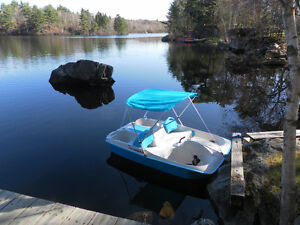 Braand new paddle boat!! excellent condition!