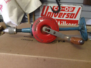 VINTAGE HAND DRILL CLIPPER ENGLAND - PARKER PICKERS -