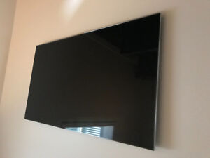 """SAMSUNG LED SMART TV 55"""" - like new - includes wall mount"""