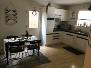 3 BDR/1 BATH Ground floor suite in Jesus lovers home