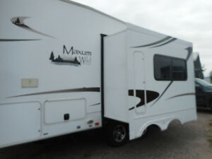 2011 NORTH TRAIL MAXUM WILD TRAVEL TRAILER 5TH WHEEL